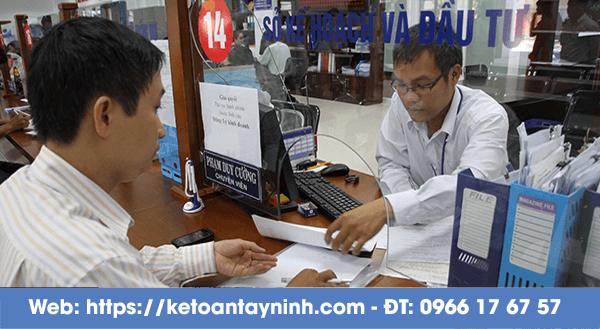 Mức phạt khi kế toán, nhân sự chậm nộp giấy tờ, thực hiện công việc phải làm hàng tháng